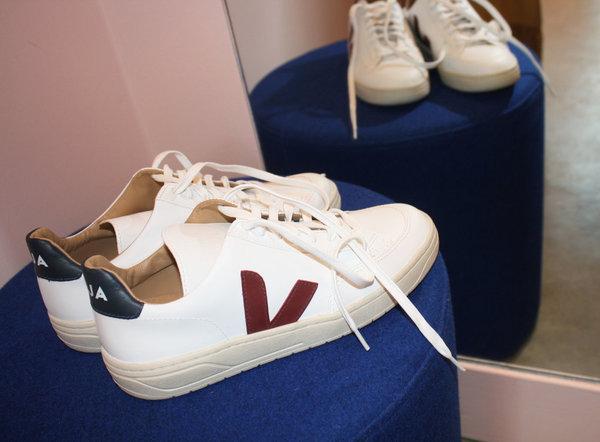 Veja Bastille Leather Marsala Sneaker