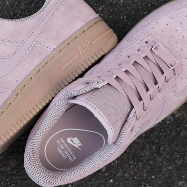 NIKE WOMEN'S AIR FORCE 1 '07 SE / PARTICLE PINK