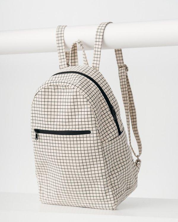 BAGGU Zip Backpack in Natural Grid