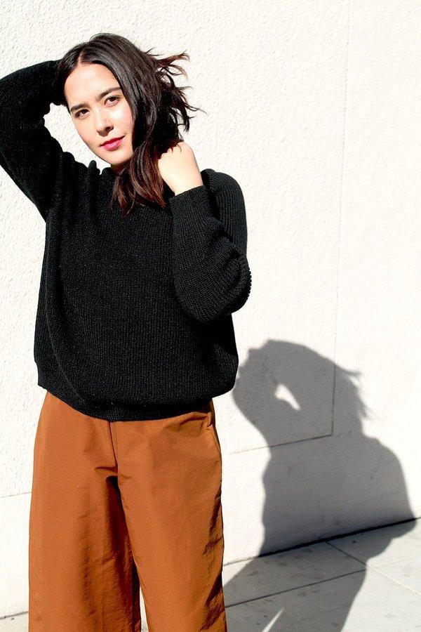 ali golden chunky pullover in black